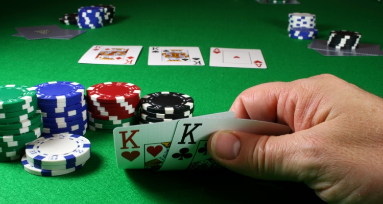 Advices in Playing Texas Holdem Poker Online